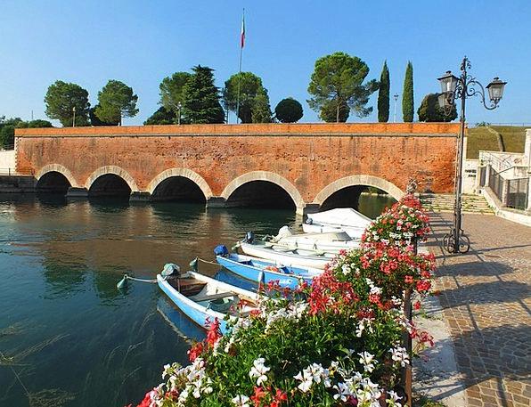 Peschiera Del Garda Italy Garda Holiday Break Port