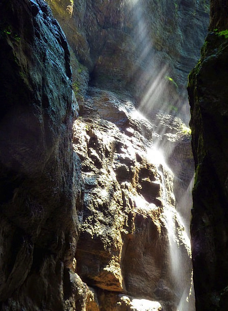Canyon Gorge Rocks Pillars Sun Beams Wet Rainy Par