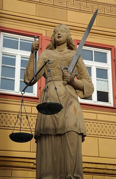 Justizia Fashion Beauty Woman Lady Fig Baden Württ