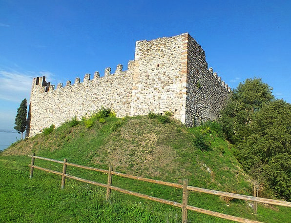 Padenghe Sul Garda Fortress Middle Ages Castle Pla