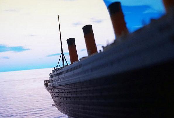 Giant Huge Ruin Pleasure Boat Downfall Times Eras