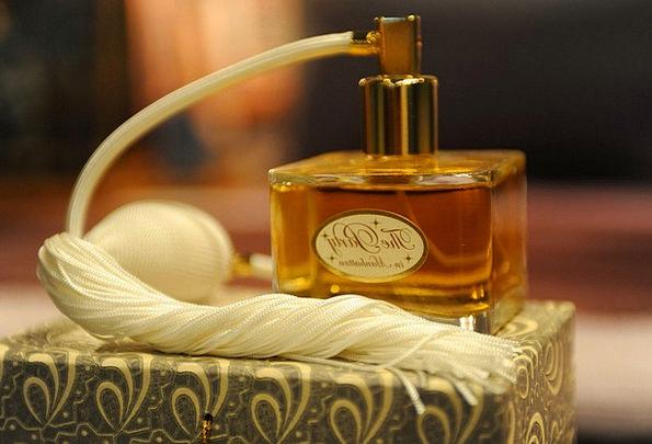 Perfume Cologne Fashion Flask Beauty Scent Trail B