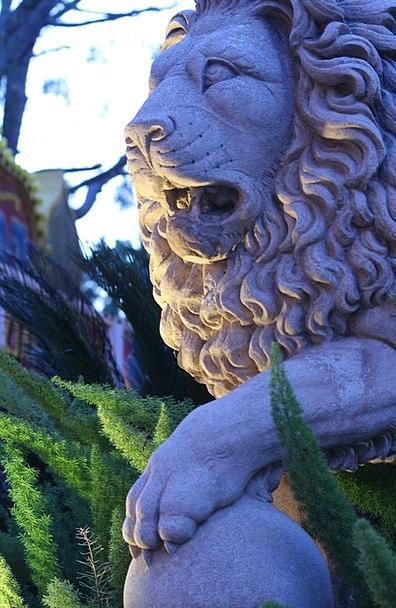 Lion Figurine Regal Royal Statue Garden Statue Blu