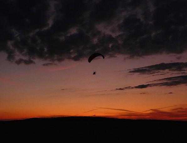 Hang Suspend Flying Hovering Glider Air Sport Dive