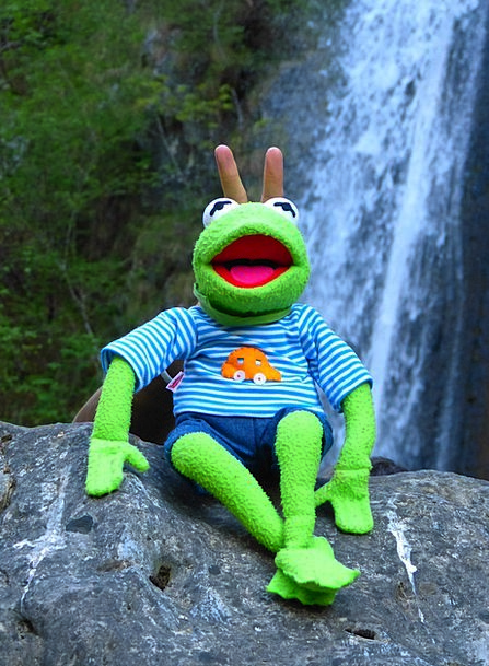 Kermit Sit Be seated Frog Laugh Fun Doll Finger Am