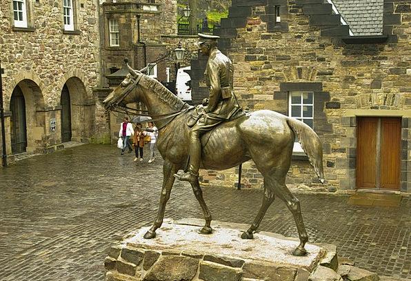 Scotland Castle Fortress Edinburgh Jumper Athlete