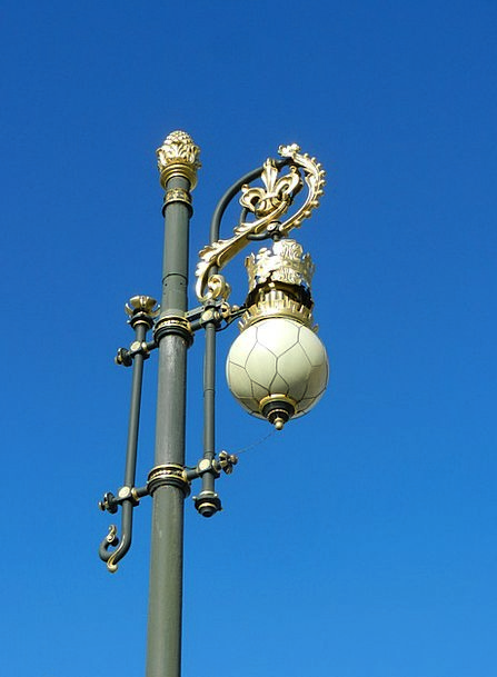 Madrid Four-sided Lighting Illumination Square Orn