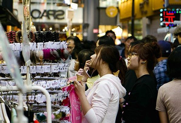 Myeongdong Korea Seoul Shopping Spending Metropoli