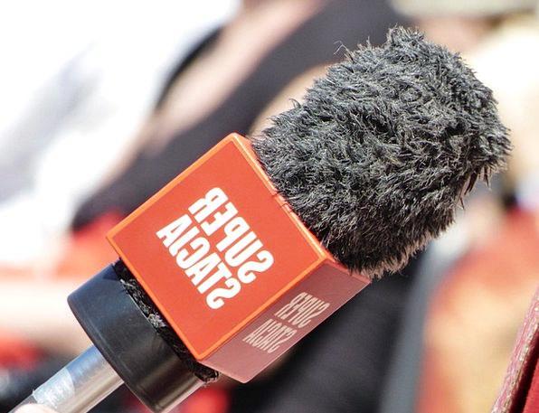 Microphone Journalist Interview Meeting Reporter M