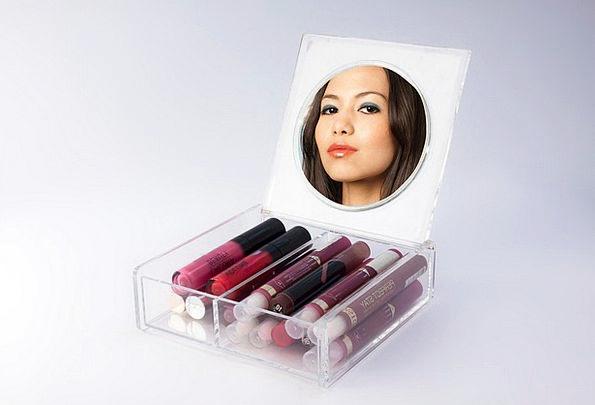 Lip Gloss Loveliness Viewing Watching Beauty Red M