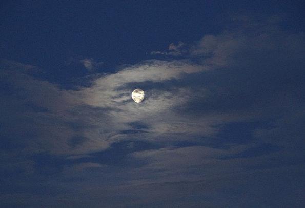 Moon Romanticize Moonlight Moonbeam Full Moon Clou