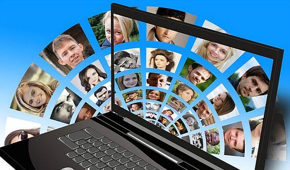 Social Media Communication Processor Computer Note