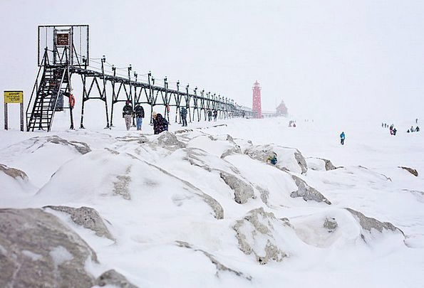 Pier Dock Breakwater Lighthouse Jetty Cold Red Blo