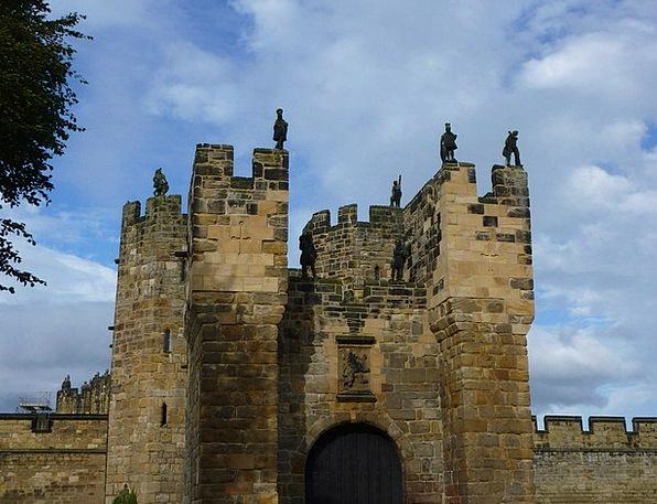 Alnwick Castle Monuments Places Gate Entrance Cast