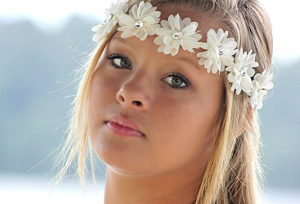 Girl Lassie New Pretty Attractive Young Face Expre