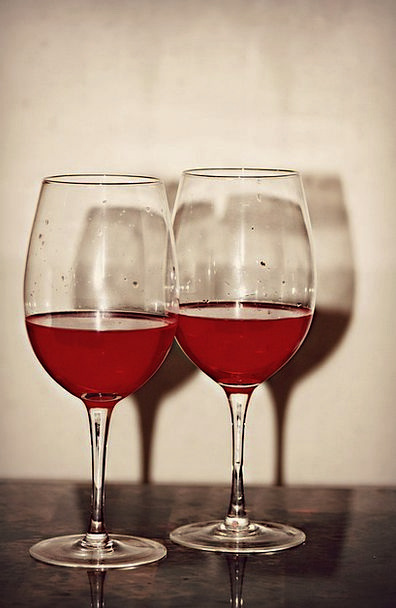 Two Binary Bloodshot Wine Mauve Red Wine Glass Gla