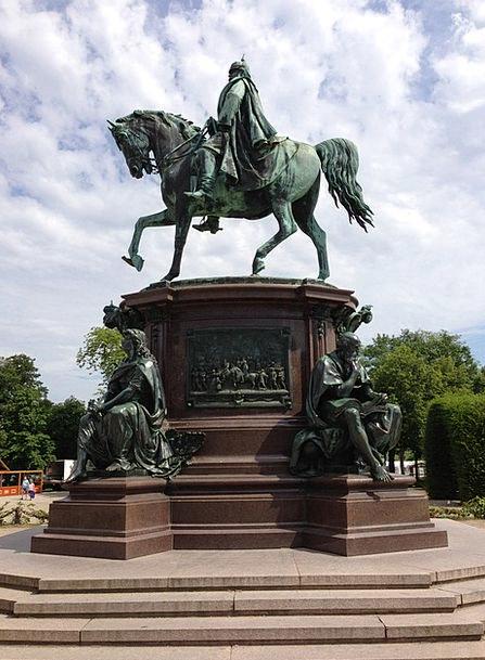 Equestrian Statue Buildings Figurine Architecture