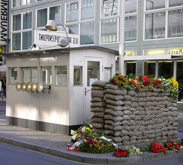 Checkpoint Charlie Heckle Berlin Wall Museum Barra