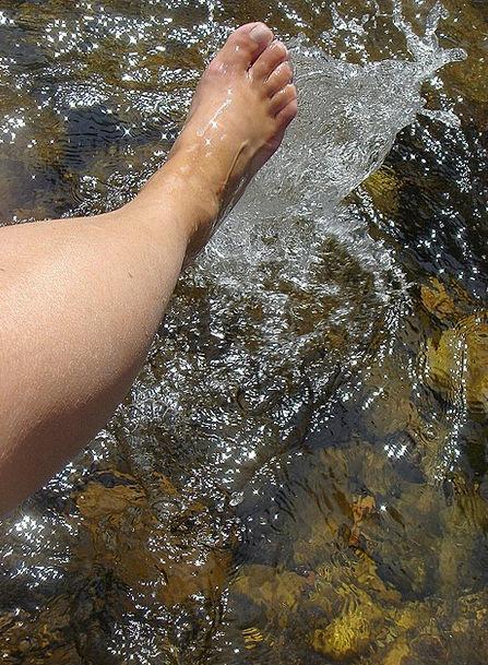 Foot Base Stream Summer Straw-hat River Bath Immer