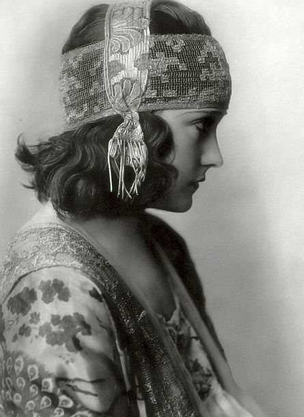 Gloria Swanson Singer Vocalist American Actress Cl