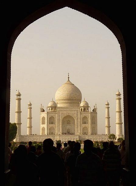 Taj Mahal Tomb Catacomb India Grave Serious