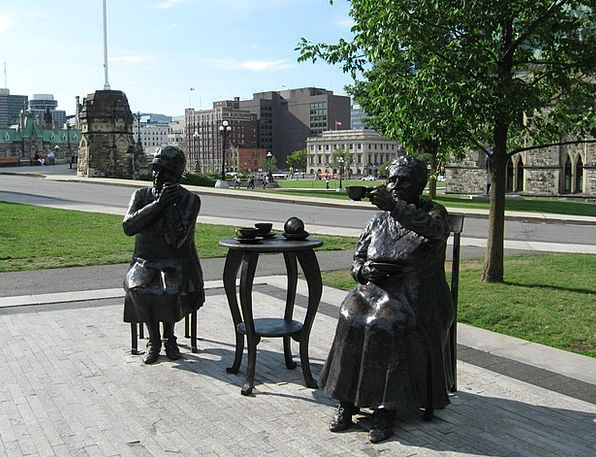 Statue Figurine The Famous Five Ottawa Parliament