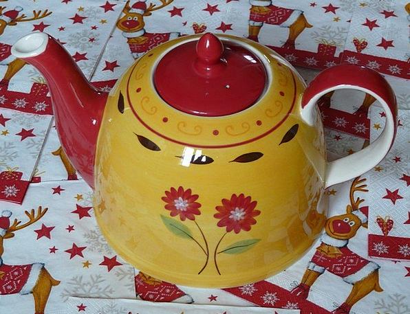 Teapot Flowers Plants Floral Design Red Lid Tee Po
