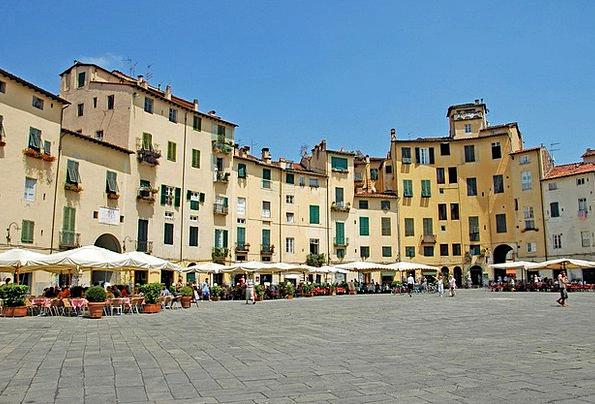 Piazza Anfiteatro Lucca Amphitheatre Lucca Piazza