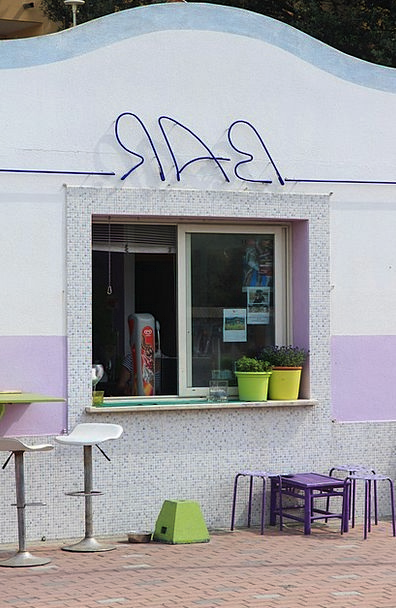 Bar Saloon Booth Violet Mauve Kiosk Advertisement
