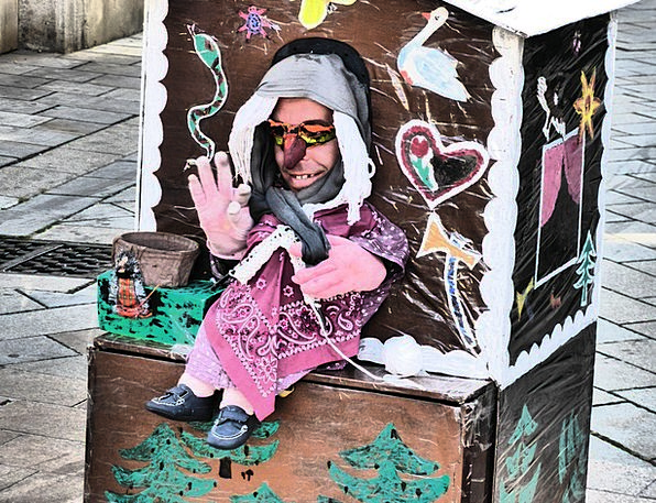 Street Theater Puppet Show Witch'S House