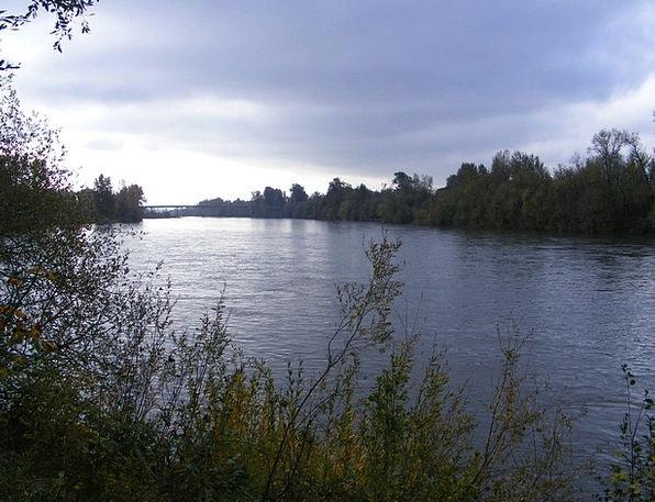 Willamette River Stream Clouds Vapors River Water