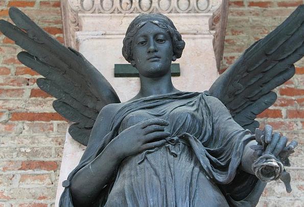 Angel Seraph Design Statue Figurine Rose Give Stre