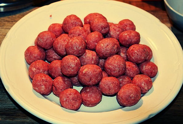 Meatballs Raw Uncooked Supper Meat Essence Meal Be
