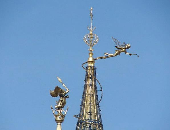 Tinkerbell Paris Disneyland Roof Rooftop Castle Fo