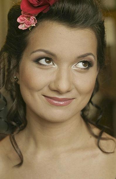 Bride Wife Hairdo Makeup Greasepaint Hairstyle