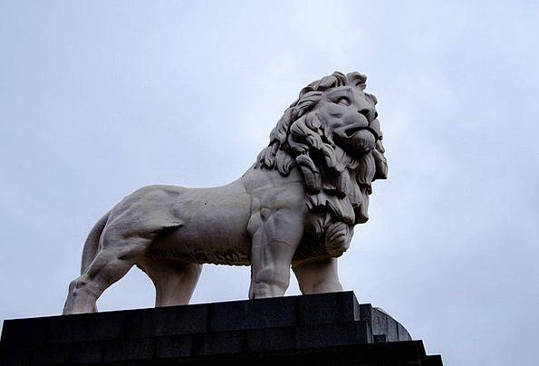 London Buildings Architecture Statue Figurine Leon