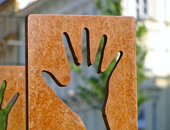 Hand Pointer Discoverer Street Art Finder Sculptur