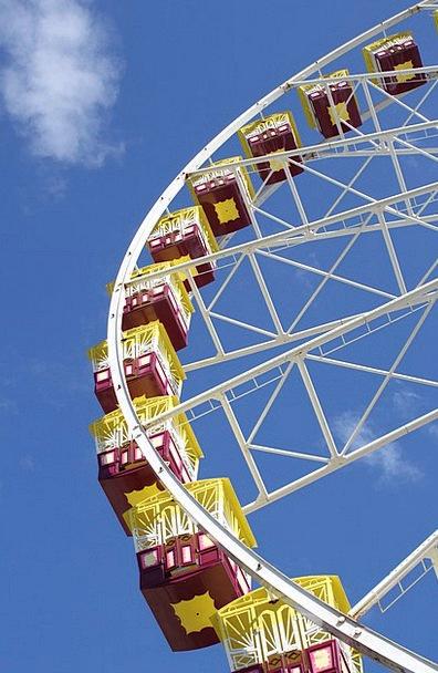 Ferris Wheel Helm Amusement Laughter Wheel Attract