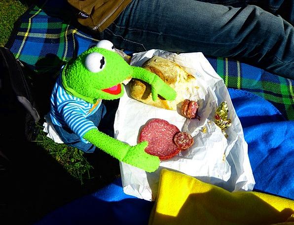 Kermit Drink Food Eat Bother Frog Food Picnic Eat