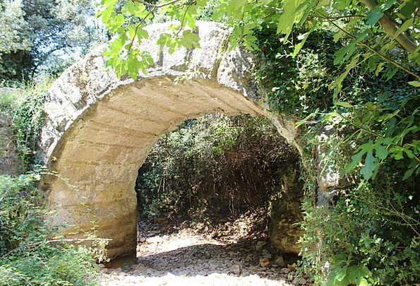 Aqueduct Channel Antique Old Nimes Rome Archaeolog