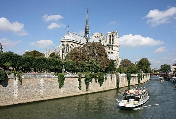 Sanchez Paris Notre Dame Seine River Boat Ship