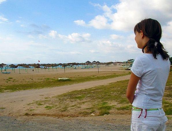 Girl Lassie Watching Desert Reward Viewing Beach S