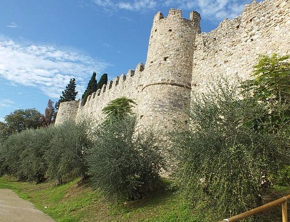 Moniga Del Garda Castle Fortress Garda Italy Touri
