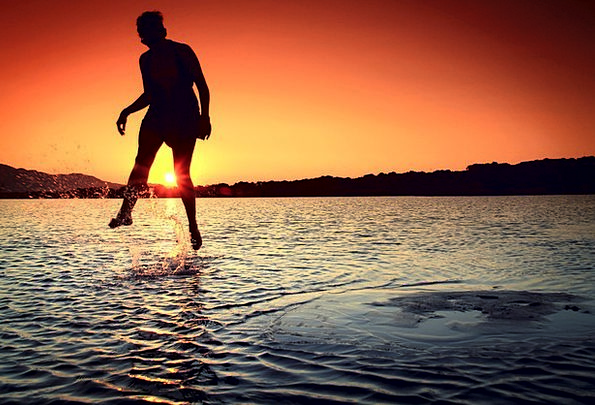 Girl Lassie Hurdle Water Aquatic Jump Wonder Mirac
