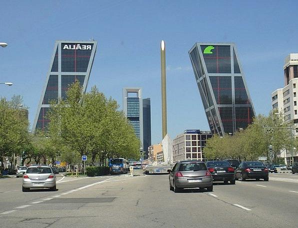 Torres Kio Madrid Leaning Towers Buildings Structu