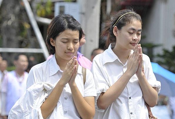 Praying Requesting Thai Buddhists Temple Shrine Gi