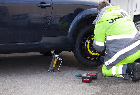 Flat Tire Flat Failure Tire Service Breakdown Dama