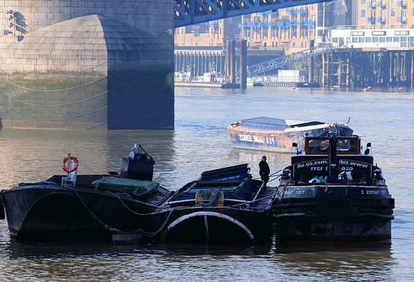 Barges Rushes Stream Refuse Service River Thames L