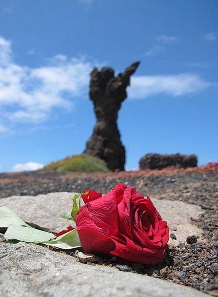 Rosa Floret Red Bloodshot Flower Rock Pillar Sculp