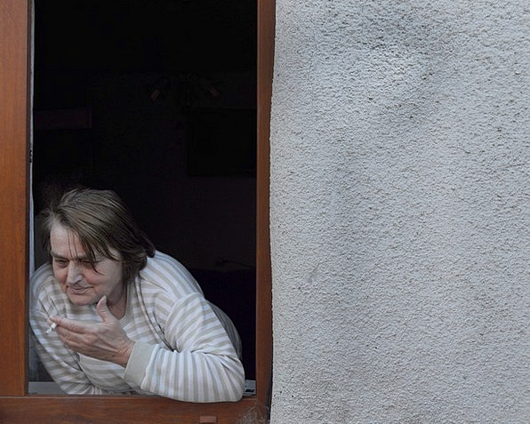 Grandma Grandmother Roll-up Window Gap Cigarette C